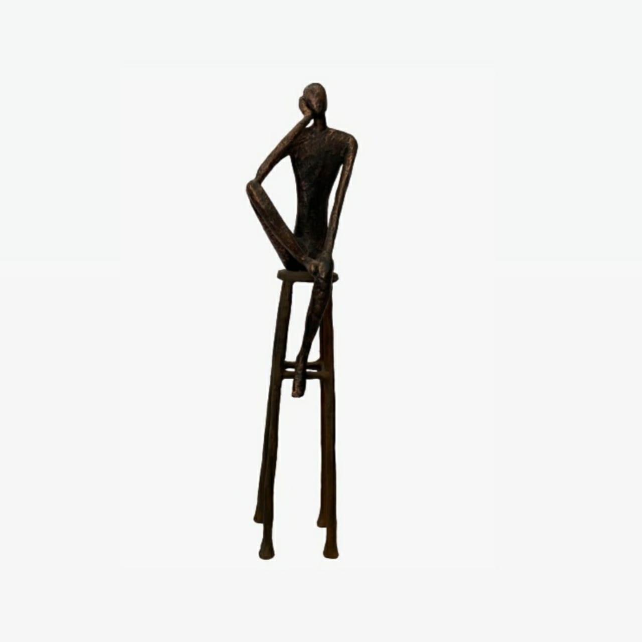Escultura Homem no Banco Grande