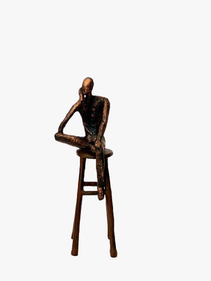 Escultura Homem no Banco Pequeno